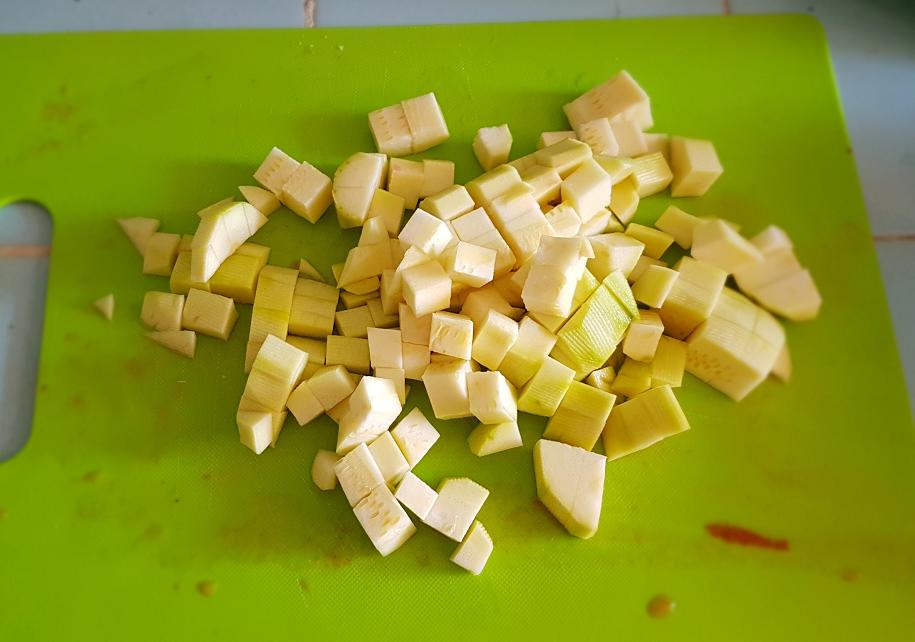 Zucchini Peeling and Cutting